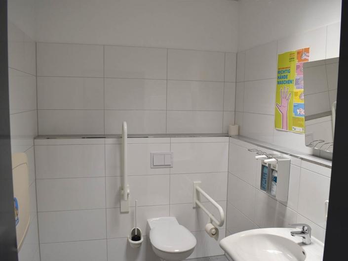 behindertengerechte Toilette